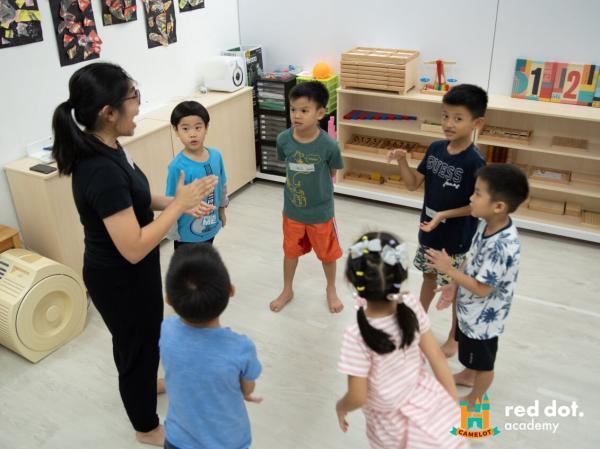 Curso de oratoria y capacitación para estudiantes en Singapur: Camelot