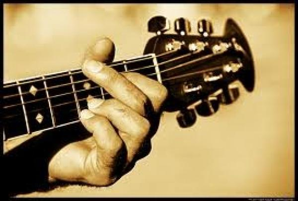 One to one guitar lessons 15€ per hour 10€ per person if more than one