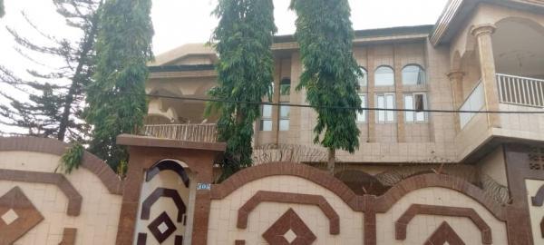 Una casa di tipo +2 tutta piastrellata a Porto-Novo