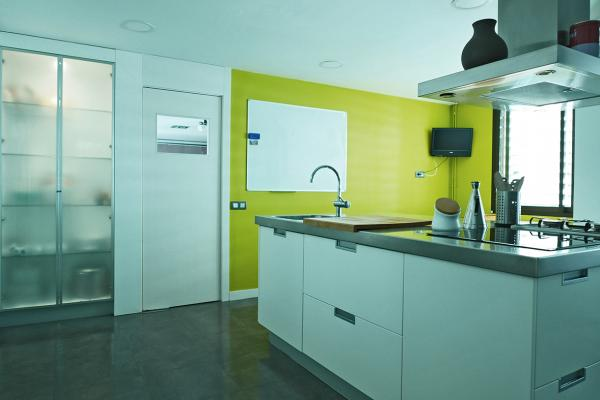 Appartement in van 154m2, met zwembad en tuin, te huur.