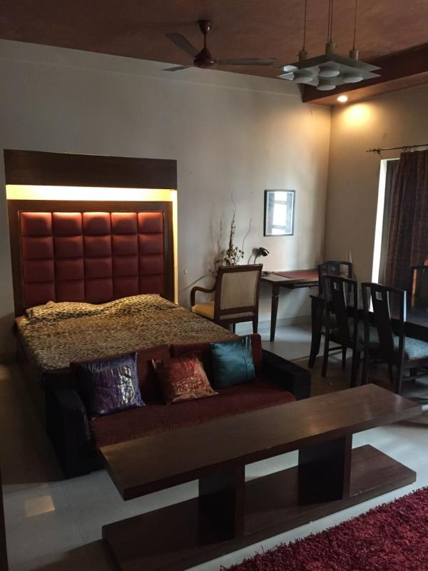 Furnished 2 bedroom apartment on lease