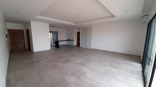Apartment T4 for rent - Residential area Ngor