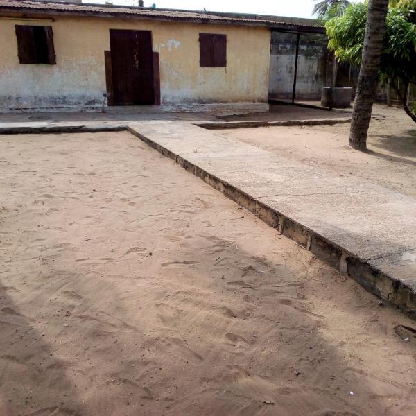maison de 600m² quartier AKODESSEWA (Lomé)