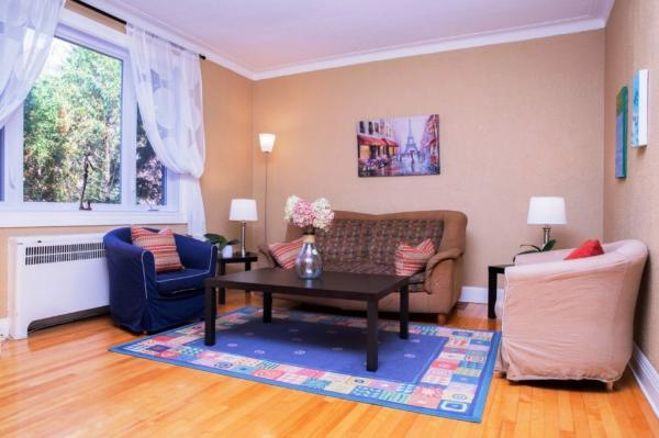 Several furnished apartments 3 bedrooms. to sleep in Montreal