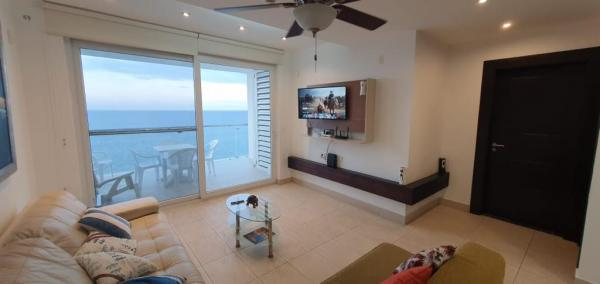 furnished ocean front Condo 2/2 in Manta,Manabi